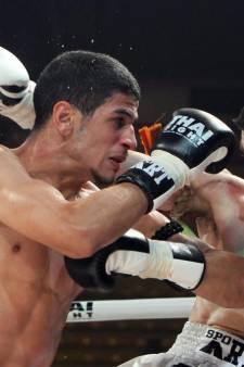 Un pickpocket tente de dépouiller un champion de boxe thaï, il termine à l'hôpital