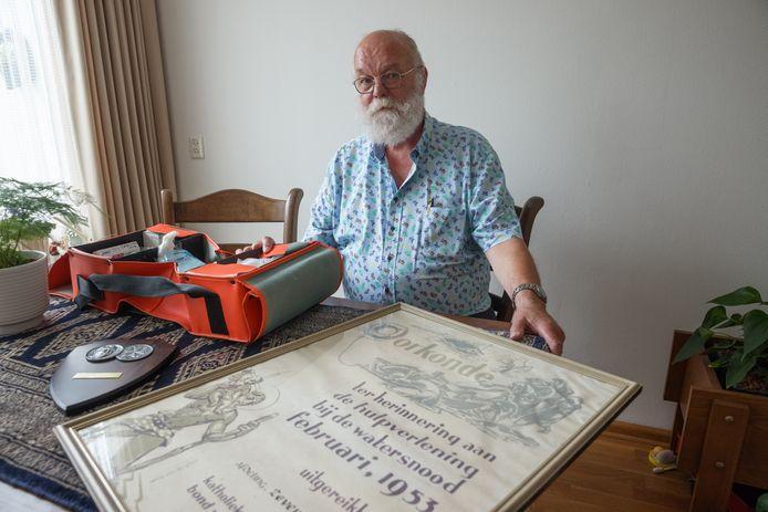 Hans van Oosten is jarenlang vrijwilliger en bestuurslid bij EHBO vereniging Aqua'53. Die vereniging bestaat 70 jaar.