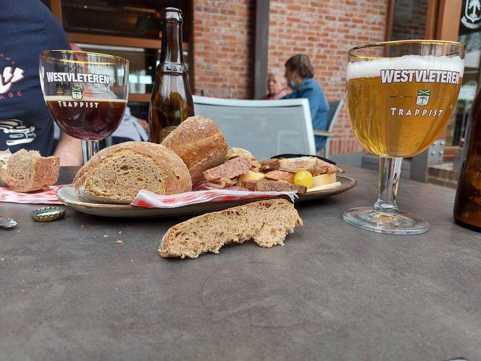 In café 'In De Vrede' in Westvleteren kan je opnieuw genieten van een trappist Westvleteren en ander lekkers zoals een bierbordje.