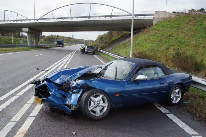 Ongeluk met auto en vrachtwagen op N261 Loon op Zand.