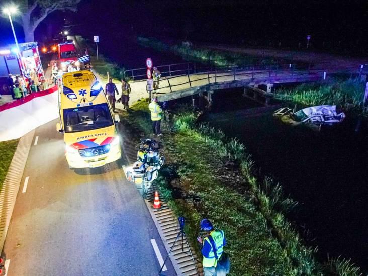 Automobilist te water in Helenaveen, hulpdiensten rukken groots uit
