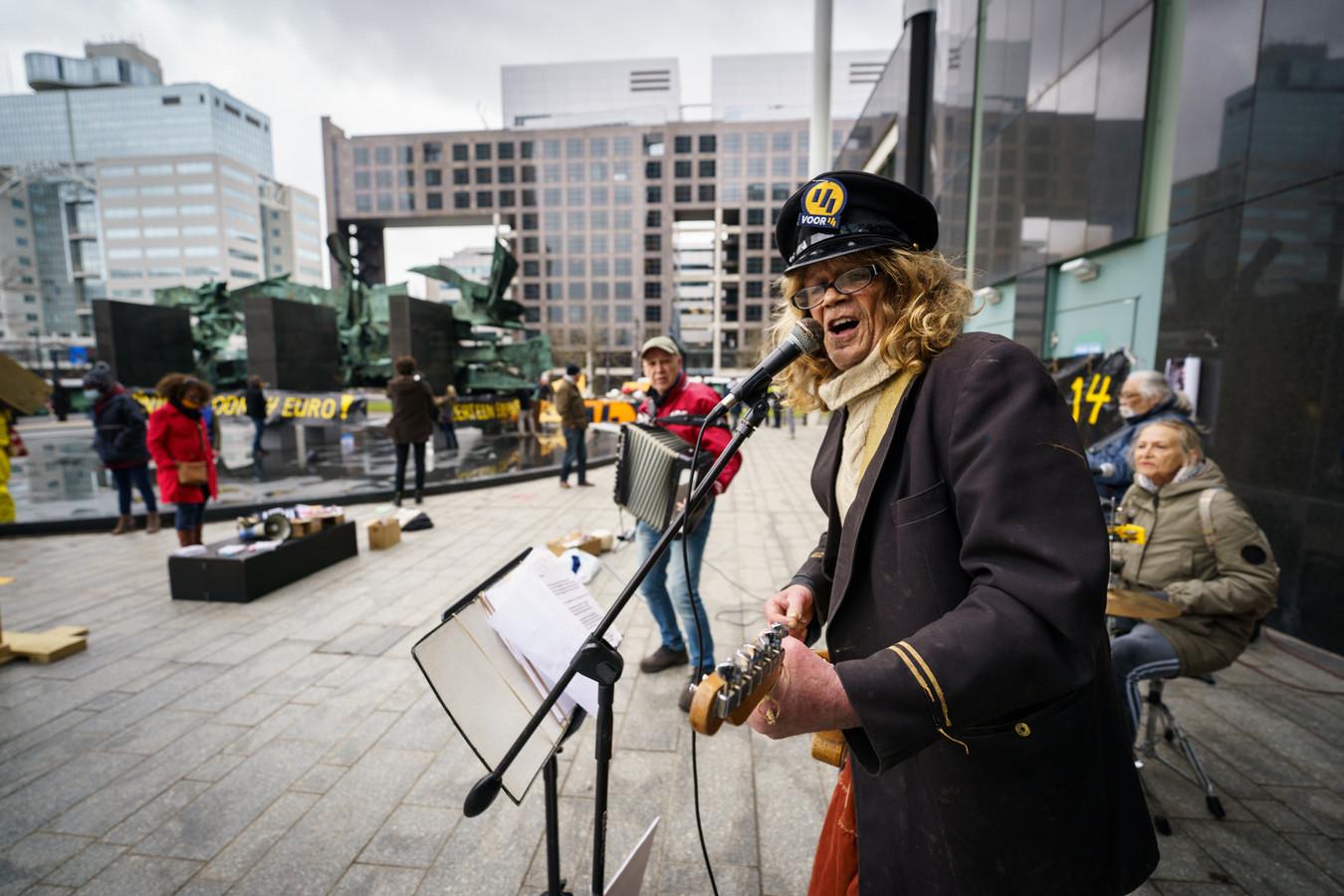 #rotterdamzingt viert het festival met 50 foto's op 75 locaties in de stad.