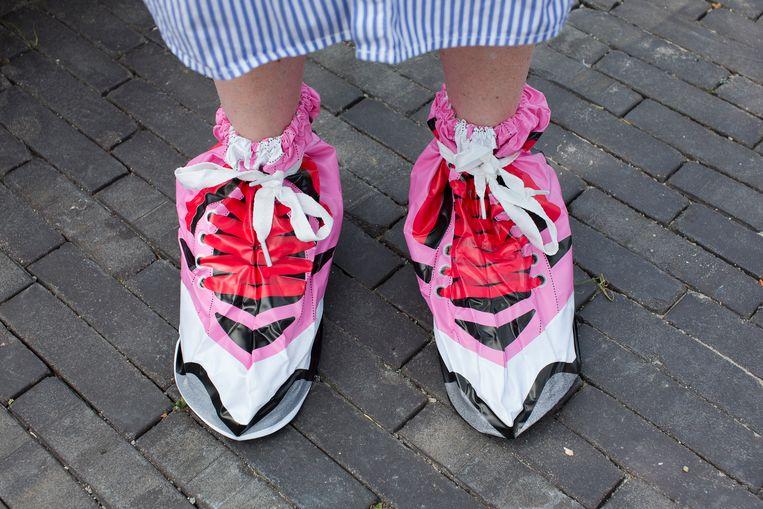 Schoenbeschermers voor op festivals: voor wie niet maalt om zijn imago.