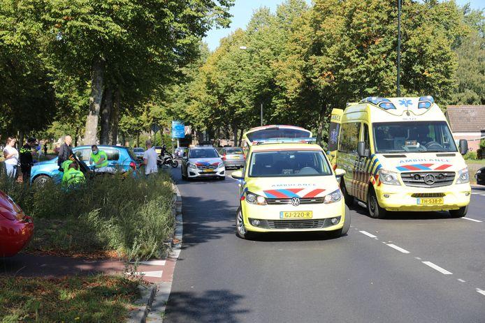 Twee ambulances snelden toe om de onwel geworden man te helpen.