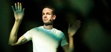 Cabaretier Henry van Loon pakt grootste coronaproof theater van Nederland in