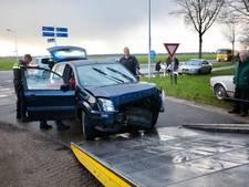 Gewonde bij botsing tussen twee auto's op kruispunt in Alphen