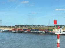 Bij wie moet je eigenlijk melding maken van ontgassen door schepen op de rivier?