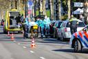Na een ongeluk op de Loolaan in Apeldoorn moest één van de bestuurders naar het ziekenhuis.