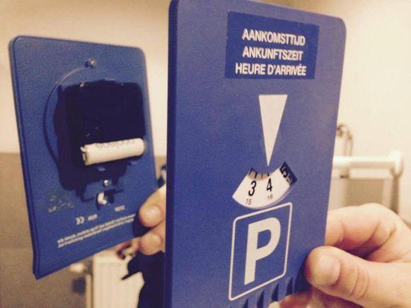 De inbeslag genomen parkeerschijf.