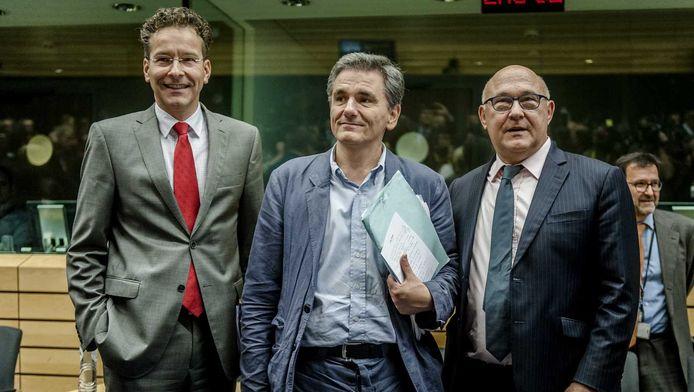Voorzitter van de Eurogroep Jeroen Dijsselbloem, de nieuwe minister van Financiën van Griekenland, Euclides Tsakalotos en minister van Financiën van Frankrijk Michel Sapin bij aanvang van de bijeenkomst over de situatie in Griekenland.