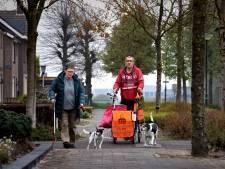 Rien en Jeanne maken De Rips schoon met speciale rollator: vier tot zes zakken zwerfafval per wandeling