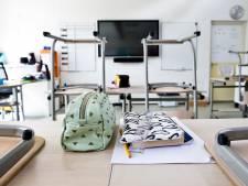 Op vakantie? Kom op tijd terug, anders mag je het klaslokaal niet in én krijg je de leerplichtambtenaar op je dak