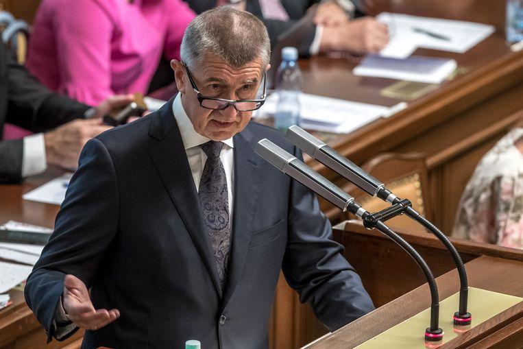 De Tsjechische minister-president Andrej Babis tijdens de vertrouwensstemming in het parlement. Beeld EPA