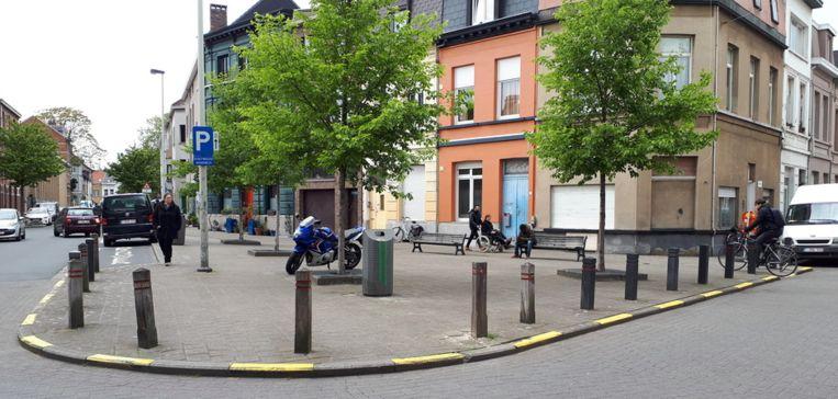 Het pleintje op de hoek van de Boerhaavestraat en de Sleeckxstraat wordt onthard.