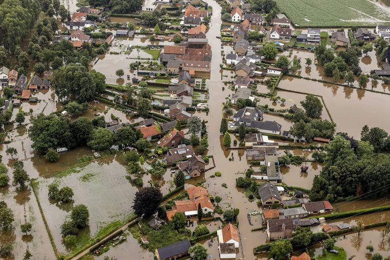 Luchtfoto van het gebied rond Brommelen waar een dijk aan het Julianakanaal is doorgebroken.  Beeld ANP