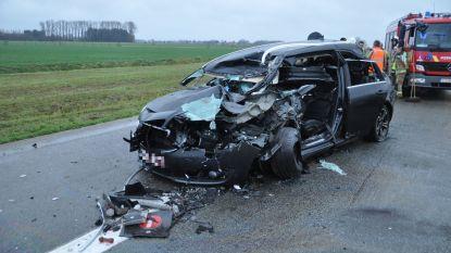 """Wagen knalt op vrachtwagen: """"Uit het niets was er een enorme klap"""""""
