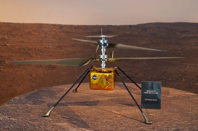 Een replica van helikopter Ingenuity.