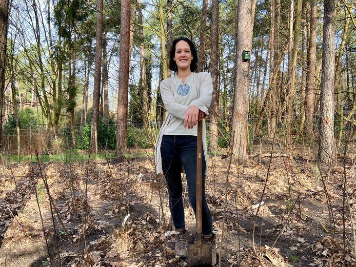 Lisa van Hoof in haar Tiny Forest in Wildert