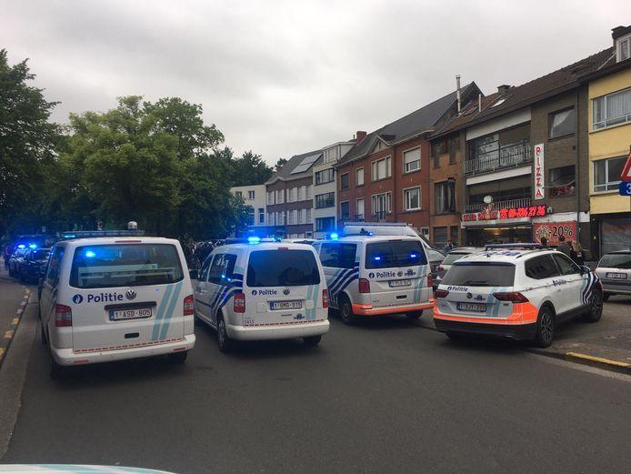 Een grote politiemacht in de Brugse Poort