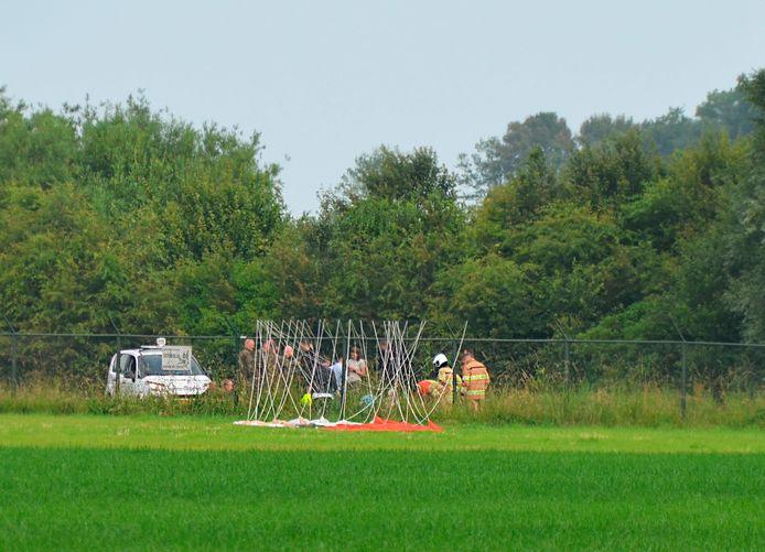 De jachtvlieger gebruikt zijn schietstoel bij het incident en kwam terecht in een weiland.
