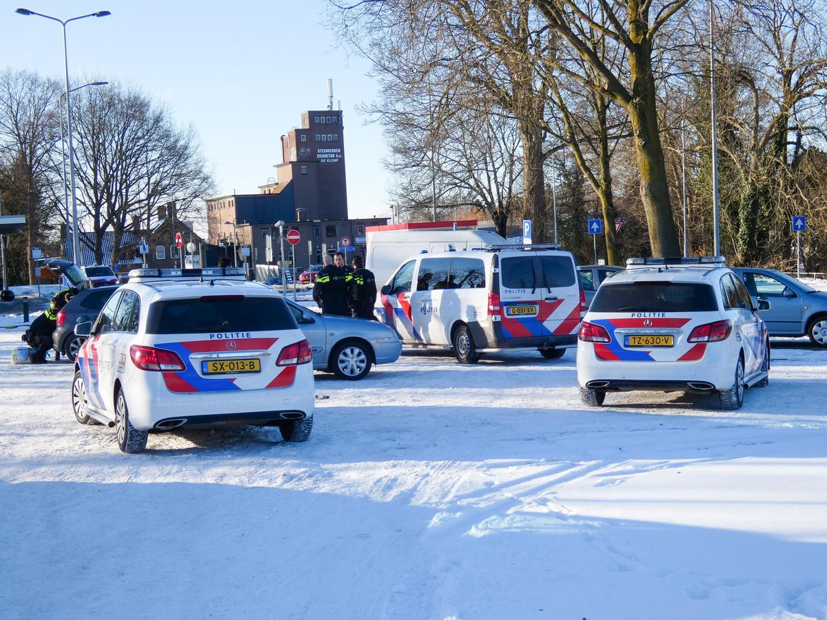 Politie bij station De Klomp