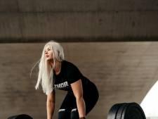 Powerliftster Michelle breekt Nederlands record bankdrukken op NK