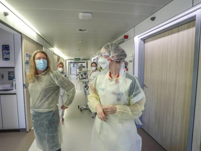 """REPORTAGE. Ziekenhuizen herorganiseren zich om meer coronapatiënten te verzorgen: """"Sommigen zeggen vlakaf: 'Ik kom van een feestje'"""""""