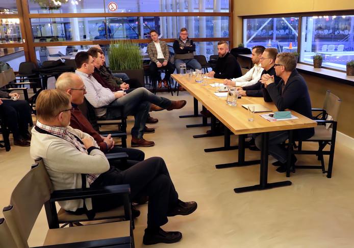 Gebruikers van zwembad De Schelp krijgen uitleg over de heropening op 11 februari.