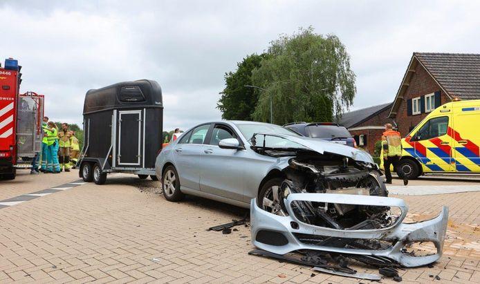 Bij een ongeval op de kruising van de Heusdensebaan en Brabantsehoek kwam maandag een 61-jarige inwoonster van Biezenmortel om het leven.