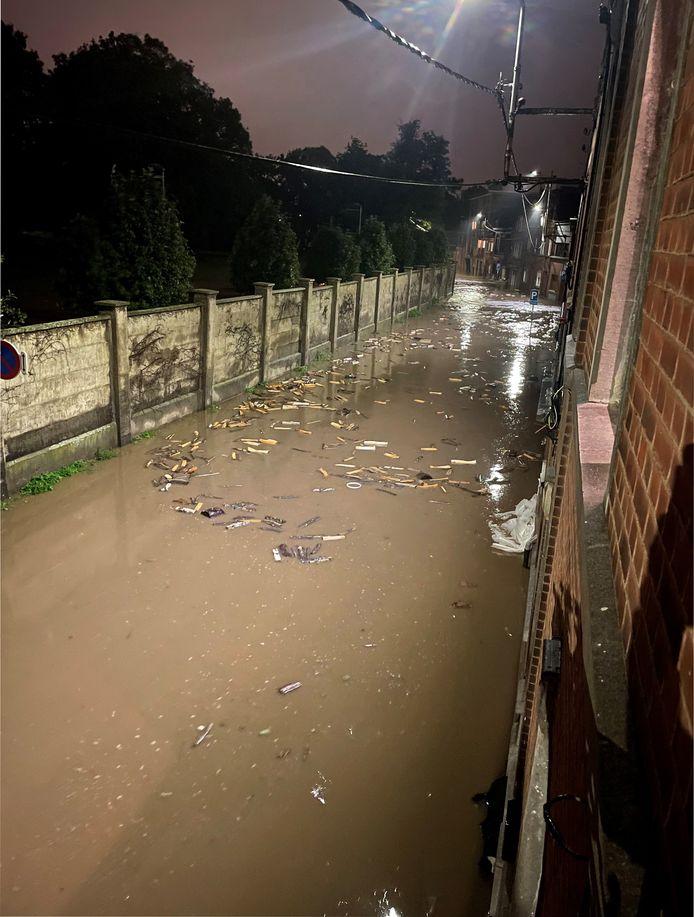 La rue du Biez, inondée, à Angleur.