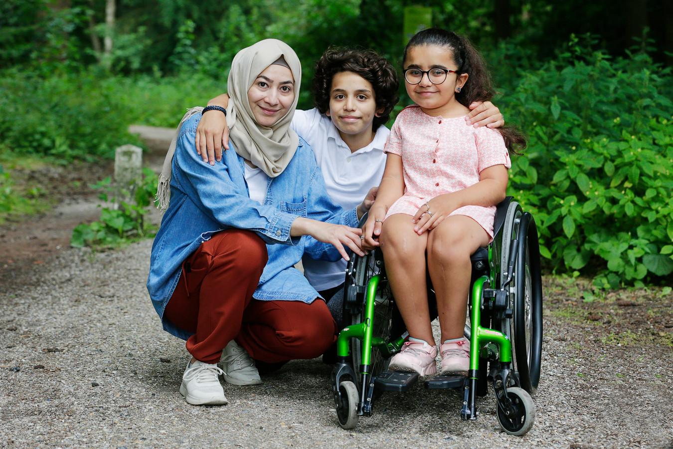 Layan (13), Karam (12) en moeder Hafsa verkeren in grote onzekerheid: ze willen dolgraag in Nederland blijven.