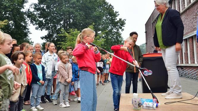 Basisscholieren uit Roosendaal maken de wijk schoon tijdens World Cleanup Day