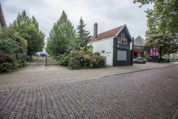 Hier aan de Maastrichterweg in Valkenswaard zou een hotel komen, nu liggen er plannen voor een zorgcentrum.