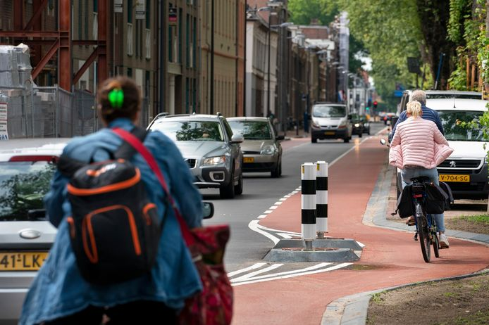 De Kanaalboulevard langs de Zuid-Willemsvaart.