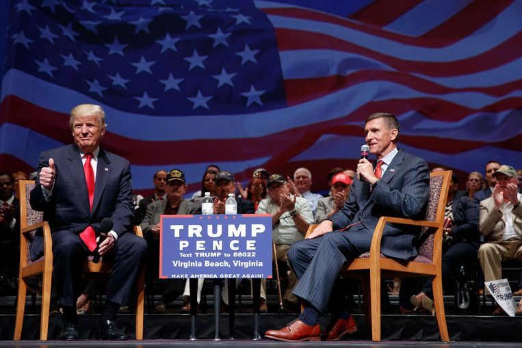 Donald Trump (l) en Michael Flynn (r).  Beeld AP