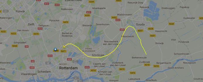 Hier is te zien waar het vliegtuigje, een Cassna Skyhawk, is opgestegen en waar de vluchttracker stopt.