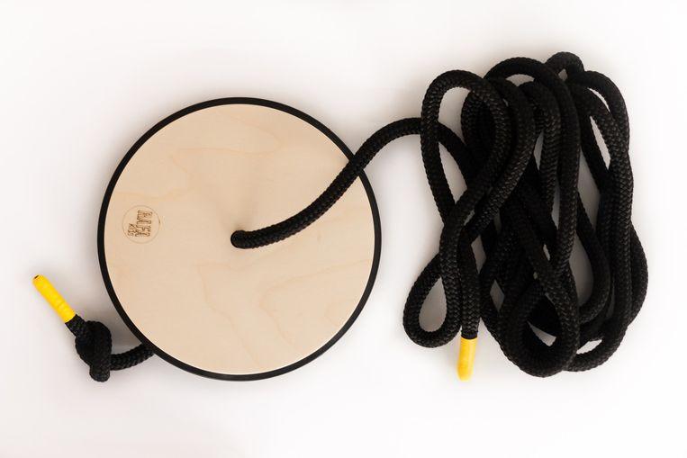 Schommel: De 'S Swing' van Rafa Kids heeft een berkenhouten zitting. Touw 3 meter, € 39,50. rafa-kids.com Beeld