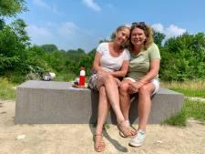 Amanda en Anneke vieren elk jaar hun ontmoetingsdag, nu alweer 34 jaar geleden