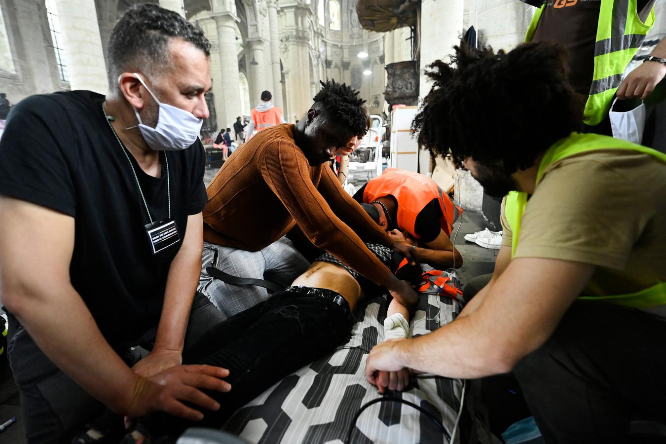 Plus de 400 migrants ont débuté une grève de la faim fin mai.