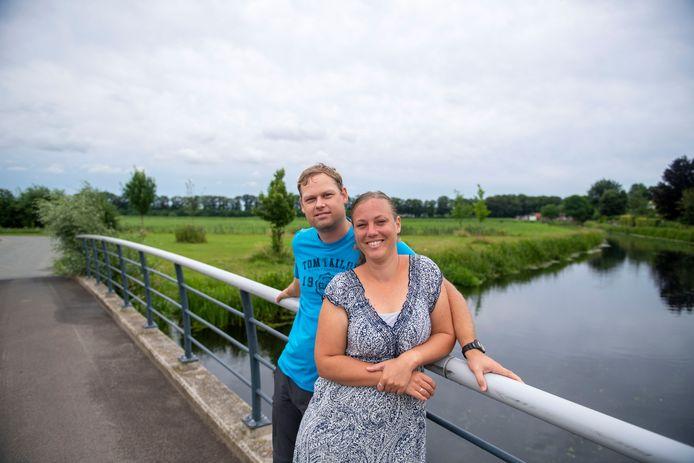 Wilfred en Harriëtte Knigge zijn voor even terug in Nederland. Na negen weken vakantie vertrekken ze weer voor hun werk naar Papoea Nieuw Guinea.