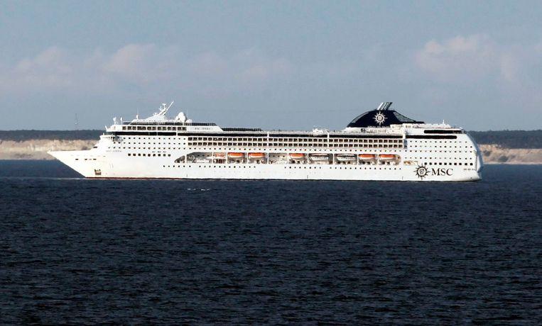 De vier waren passagiers op het cruiseschip MSC Opera. Het bijna 300 meter lange schip beschikt over 1.275 hutten en kan tot 2.550 passagiers ontvangen.  De bemanning bestaat uit 1.027 personeelsleden.
