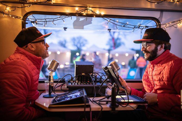 De 2 theatermakers brengen hun radioshow voor de 2de keer naar Glabbeek.