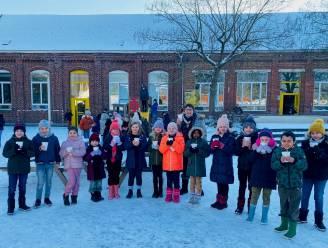 Denderleeuws cateringbedrijf schenkt gratis warme soep aan leerlingen en leerkrachten op Dikketruiendag