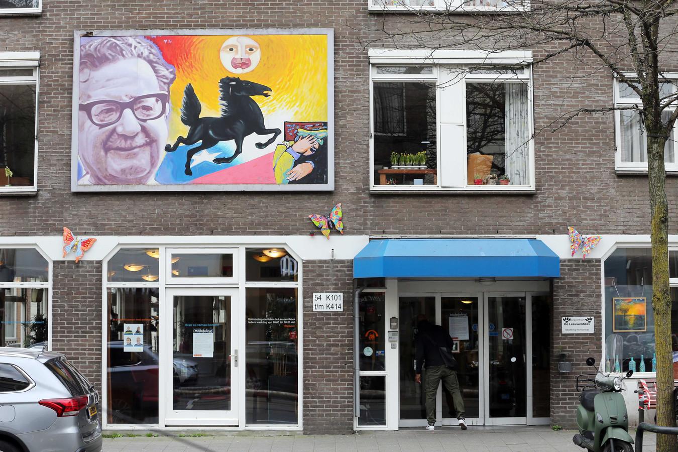 Het Rotterdamse verpleeghuis De Leeuwenhoek, waar volgens familieleden meer dan twintig mensen overleden door het coronavirus.