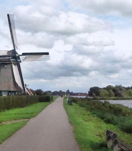 Raad Landsmeer met de rug naar Amsterdam