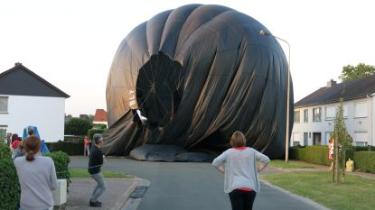 Luchtballon maakt noodlanding in Denderleeuw