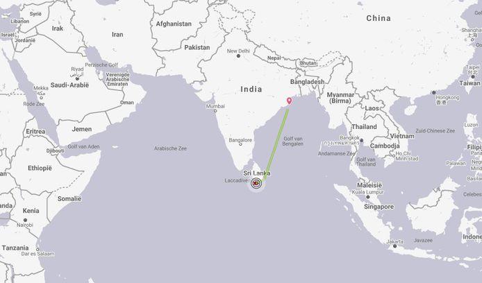 De olietanker (New Diamond) vatte voor de kust van Sri Lanka vuur.