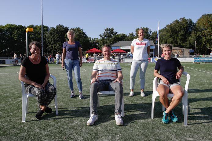 De technische staf van Tempo met Margriet Lemkes, Arianne Verweij, Mark Glissenaar, Evelien de Feijter en Sanne Broeksma (v.l.n.r.).