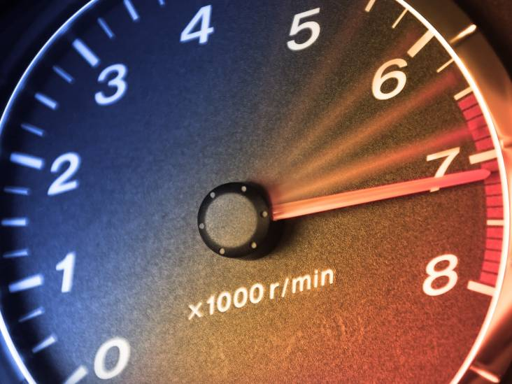 Helmonder (47) rijdt meer dan 200 kilometer per uur en is rijbewijs kwijt na straatrace op A270 in Nuenen