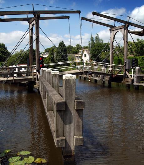 Smalle Wilhelmina van Pruisenbrug in Hekendorp krijgt tijdelijk brugwachter